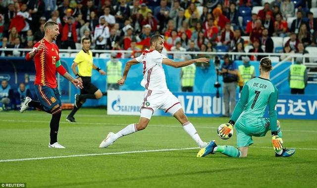 De Gea một lần cứu thua cho Tây Ban Nha sau cú dứt điểm của Boutaib