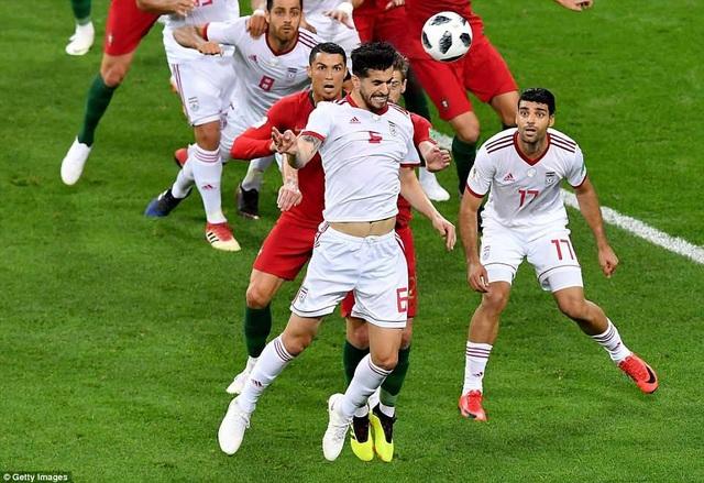 Ezatolahi bỏ lỡ cơ hội ghi bàn cho Iran ở hiệp 2