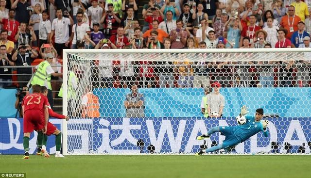 Thủ môn Ali Beiranvand xuất sắc cản phá quả 11m của Ronaldo