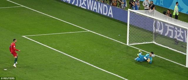 Ở hiệp 2, C.Ronaldo đá hỏng phạt đền đầy đáng tiếc cho Bồ Đào Nha