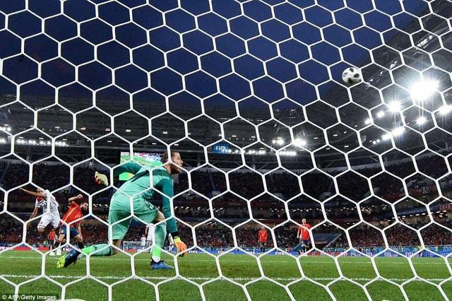 De Gea bất lực nhìn Tây Ban Nha thủng bàn thứ hai