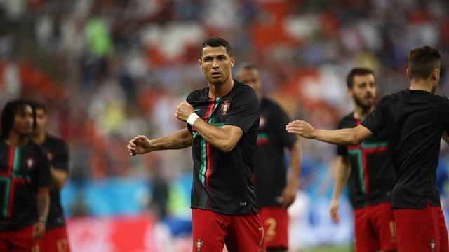 C.Ronaldo, ngôi sao sáng nhất đang kéo Bồ Đào Nha tiến lên