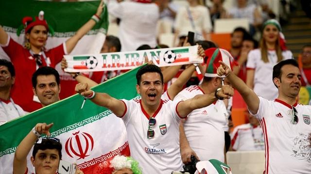 Cổ động viên Iran vẫn tin tưởng vào khả năng đi tiếp của đội nhà