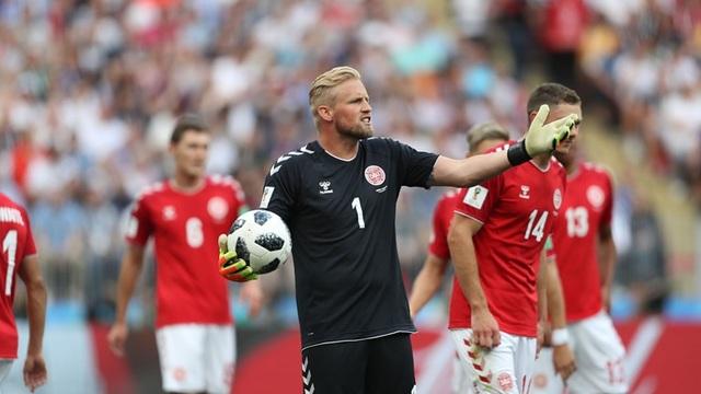 Schmeichel vẫn thi đấu chắc chắn ở trong khung gỗ của Đan Mạch