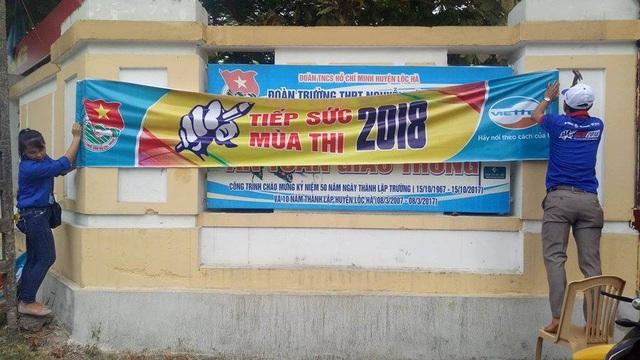 """Năm nay, để chuẩn bị cho Kỳ thi THPT quốc gia năm 2018, tỉnh Hà Tĩnh đã huy động gần 1.300 đoàn viên, sinh viên để hỗ trợ, """"tiếp sức"""" cho các sĩ tử."""