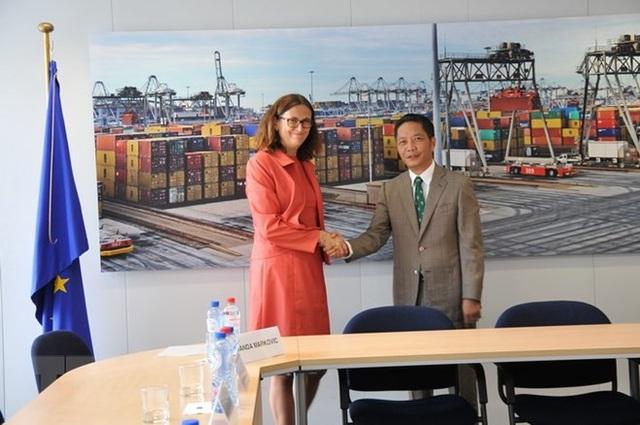 Bộ trưởng Công Thương Việt Nam Trần Tuấn Anh và Cao ủy Liên minh châu Âu (EU) phụ trách thương mại Cecilia Malmström.
