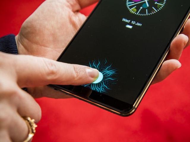 Cảm biến vân tay đặt trên màn hình giống như của Vivo X21 sẽ xuất hiện trên Galaxy S10.