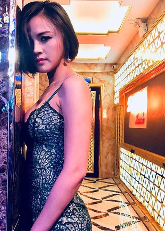 Thu Quỳnh tốt nghiệp trường Sân khấu điện ảnh khoa Sân khấu. Ngay từ khi ngồi trên ghế nhà trường, cô đã được nhiều người biết đến qua những vai diễn trong phim Nhà có nhiều cửa số và 13 nữ tù...