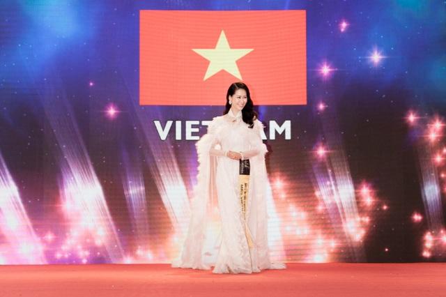 Cô cũng giành thêm 3 giải phụ khác của cuộc thi gồm: People Choice, Special Queen Awards và Social Media Queen.