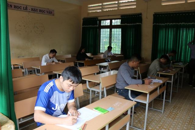 Tại một số phòng thi chỉ có 8 thí sinh dự thi tổ hợp KHTN. (Ảnh: Dương Phong)