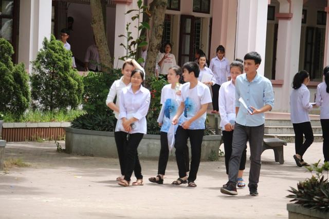 Ngày thi thứ 2 tại cụm thi Hà Tĩnh diễn ra an toàn, nghiêm túc. (Ảnh: Xuân Sinh)