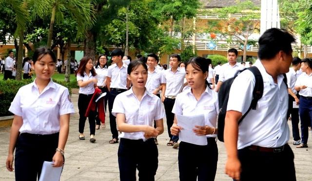 Các thí sinh ở các Hội đồng thi trên địa bàn Quảng Nam cho rằng, môn thi Tiếng Anh hơi khó. Kiếm được 5-6 điểm là giỏi