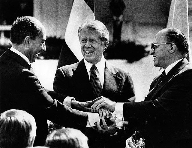 Năm 1978, tổng thống Mỹ Jimmy Carter làm trung gian cho cuộc thượng đỉnh giữa tổng thống Ai Cập Anwar Sadat và thủ tướng Israel Menachem Begin