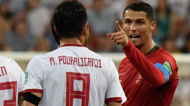 HLV Carlos Queiroz cho rằng C.Ronaldo xứng đáng nhận thẻ đỏ