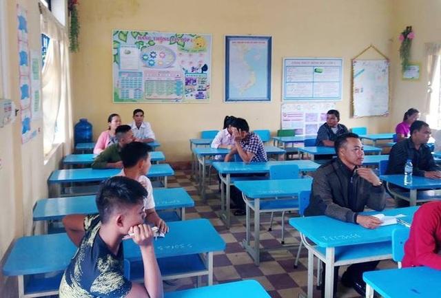 Phòng thi chú Đồng có nhiều thí sinh lớn tuổi nhưng chú là người lớn nhất và lần đầu tiên dự thi tốt nghiệp THPT Quốc gia