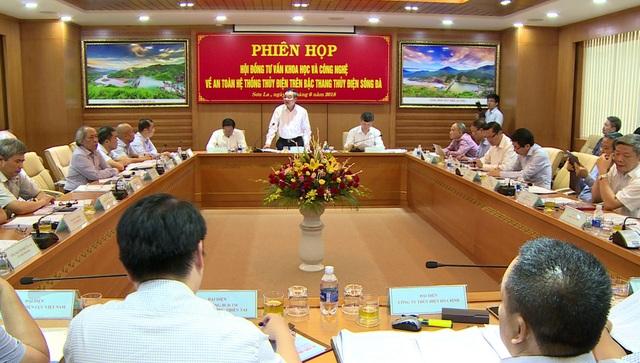 Quang cảnh phiên họp Hội đồng tư vấn KH&CN về an toàn hệ thống thủy điện trên bậc thang thủy điện sông Đà.