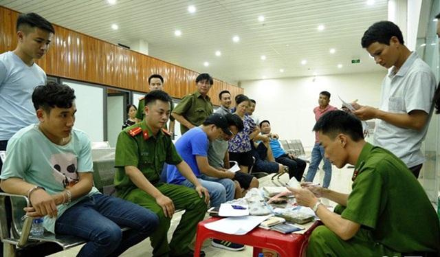 Lực lượng chức năng Hà Tĩnh làm việc với các đối tượng