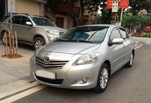 Toyota Vios là một trong những mẫu xe cũ được nhiều gia đình lựa chọn trong khoảng giá dưới 300 triệu đồng, nhưng rất khó tìm được xe tốt, dễ dính phải xe đã từng chạy dịch vụ hoặc taxi nếu là phiên bản 2010 - 2011 số sàn, hoặc các phiên bản G số tự động nhưng tuổi đời cao hơn.
