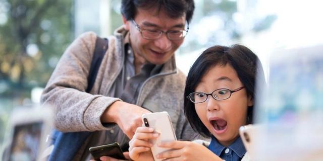 iPhone X khiến tín đồ công nghệ vô cùng hào hứng khi sản phẩm mới ra mắt.