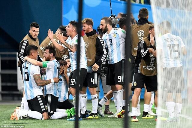 Argentina đứng thứ hai ở bảng D với 4 điểm còn Croatia dẫn đầu với 9 điểm