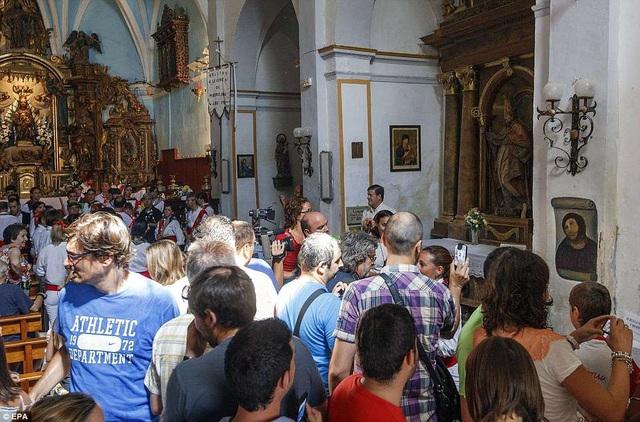 6 năm trước, một người phụ nữ có sự am hiểu về hội họa, với thiện ý tốt đã nhận nhiệm vụ phục chế một bức bích họa trong nhà thờ ở thành phố Borja (Tây Ban Nha), chỉ để rồi trở thành... truyện cười trên mặt báo.