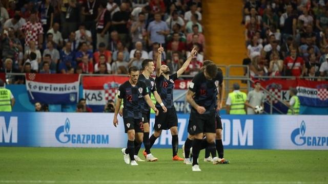 Các cầu thủ Croatia ăn mừng bàn mở tỉ số