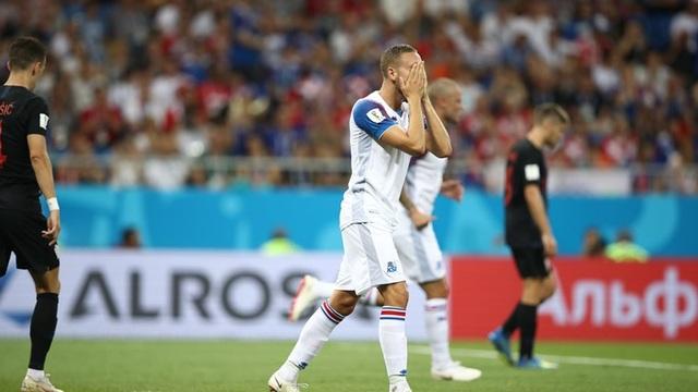 Sức tiếc nuối của cầu thủ Iceland sau tình huống không thể ghi bàn