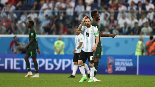 Sự căng thẳng của Messi ở hiệp 2