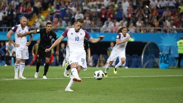 Sigurdsson thực hiện thành công quả 11m cho Iceland