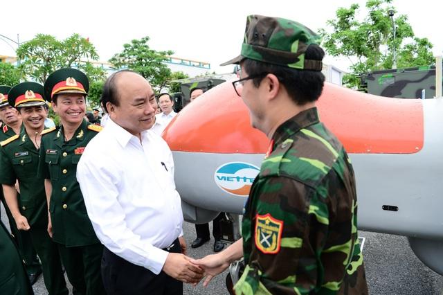 Thủ tướng Nguyễn Xuân Phúc đến thăm và làm việc với Tập đoàn Công nghiệp – Viễn thông Quân đội (Viettel)
