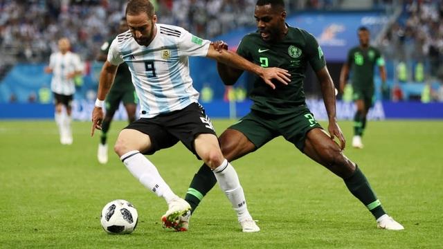 Higuain chưa thể ghi bàn cho Argentina