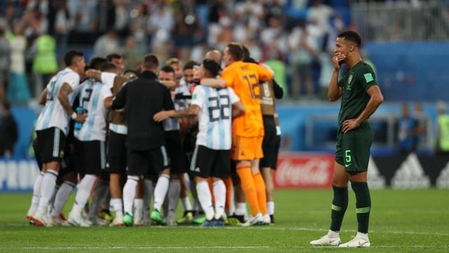 Nỗi buồn của cầu thủ Nigeria. Họ đã chiến đấu kiên cường ở trận gặp Argentina