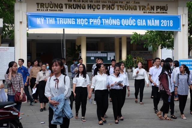 Các thí sinh tại Đà Nẵng vừa hoàn tất buổi thi cuối kỳ thi THPT quốc gia 2018. (Ảnh: Khánh Hiền)