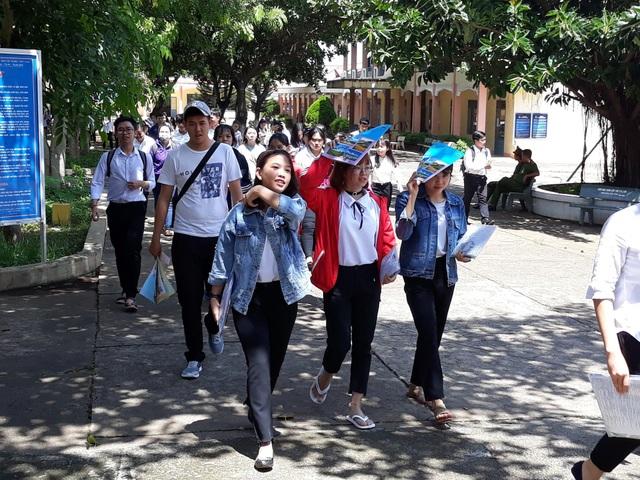 Thí sinh kết thúc ngày thi cuối tại Đắk Lắk (ảnh: Thúy Diễm)
