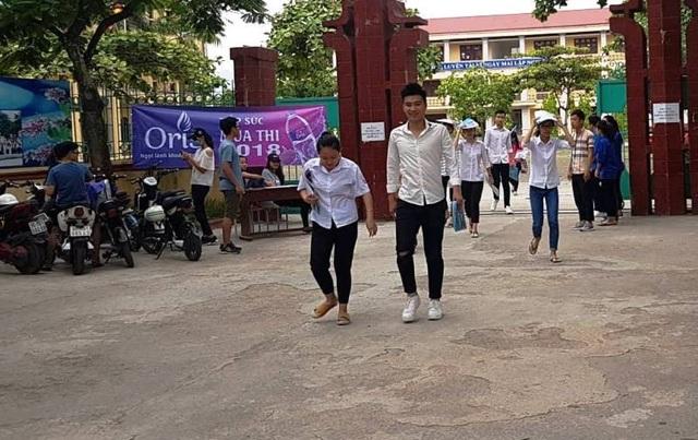 Thí sinh Hà Nam hoàn thành bài thi tổ hợp Khoa học Xã hội với 3 môn Lịch sử, Địa lí và Giáo dục Công dân (ảnh: Đức Văn)
