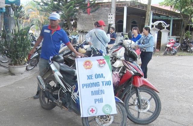 Xe ôm, phòng trọ miễn phí được quảng cáo cho sĩ tử biết trước trường thi