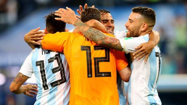 """Niềm vui vỡ òa của Messi khi Argentina thoát """"lưỡi hái tử thần"""" - 7"""