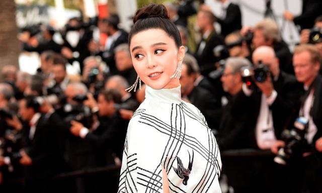 Phạm Băng Băng thuộc top những ngôi sao nổi tiếng hàng đầu showbiz Hoa ngữ. Cô cũng thường dẫn đầu trong top thu nhập của sao Hoa ngữ.