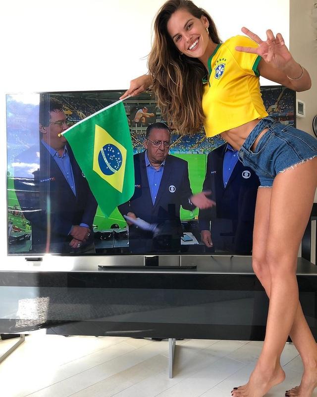 Izabel Goulart ủng hộ đội nhà từ khi chưa sang Nga