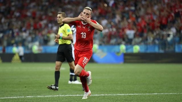 Drmic nâng tỷ số lên 2-1 cho Thụy Sỹ