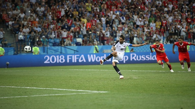Ruiz gỡ hòa 2-2 cho Costa Rica ở phút bù giờ cuối cùng