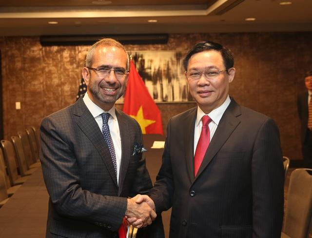 Phó Thủ tướng Vương Đình Huệ và lãnh đạo Tập đoàn Coca-Cola