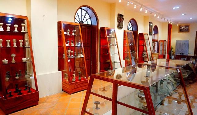 Bộ sưu tập gồm 650 hiện vật cổ của cha Giuse Nguyễn Hữu Triết và 10 nhà sưu tập khác đến từ nhiều miền đất nước.