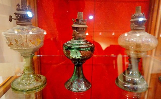 Ngược thời gian với bộ sưu tập đèn dầu cổ hàng nghìn năm tuổi - 8