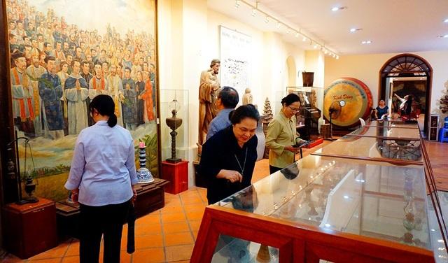 Bộ sưu tập đèn dầu Việt Nam được trưng bày trong Nhà truyền thống Tổng Giáo phận TPHCM.