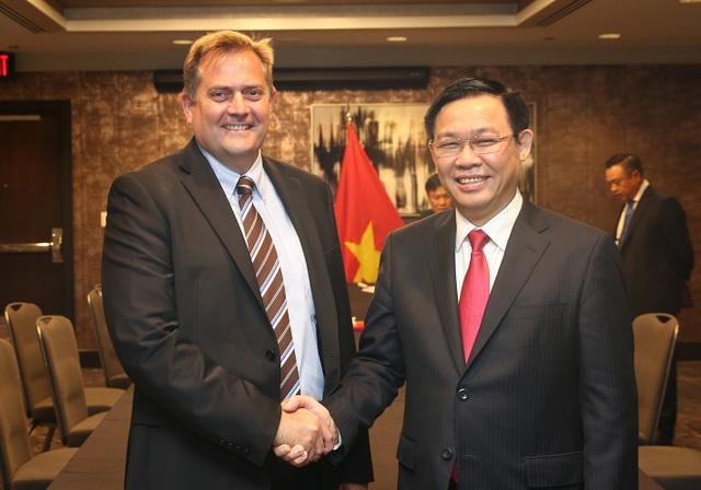 Phó Thủ tướng và lãnh đạo Tập đoàn Dầu khí Exxon Mobil