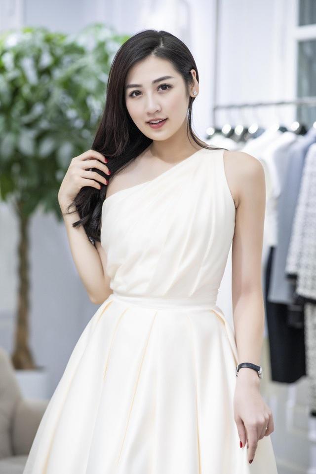 Như vậy, Tú Anh sẽ là người đẹp cuối cùng lên xe hoa trong top 3 người đẹp đăng quang cuộc thi Hoa hậu Việt Nam 2012.