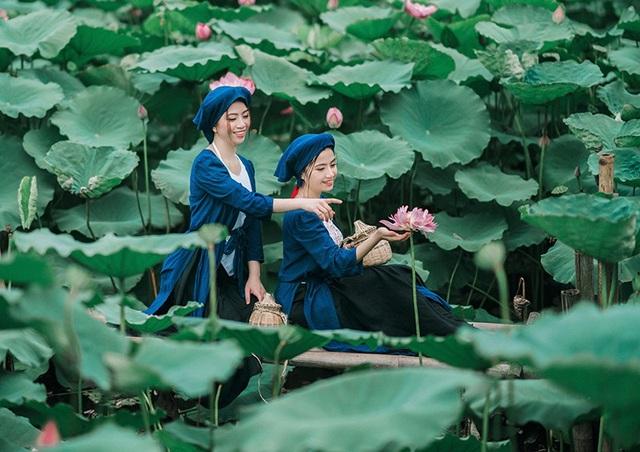 Bộ ảnh thiếu nữ vào vai chị em Tấm Cám chơi đùa bên hồ sen - 12