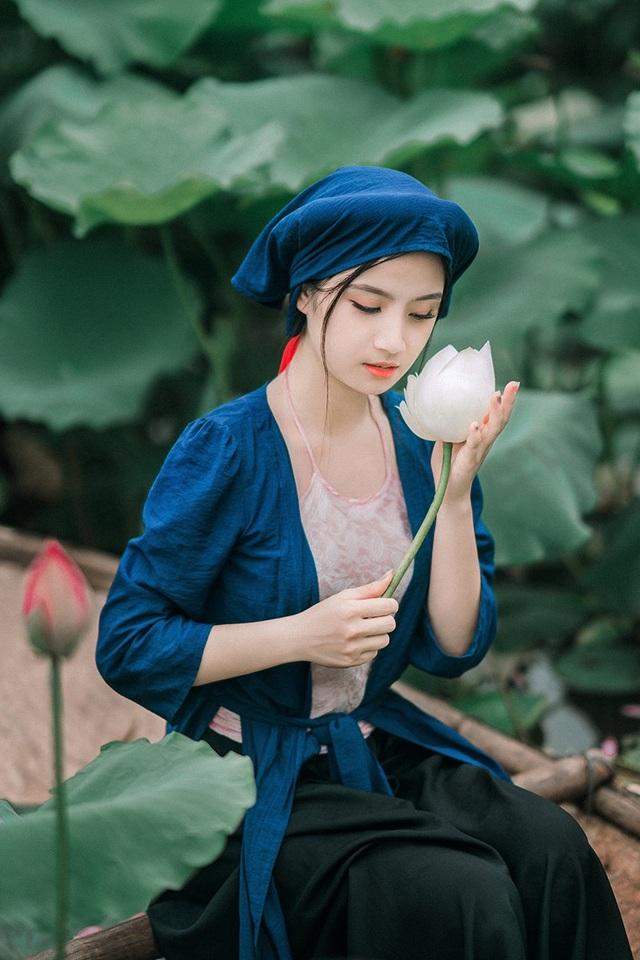 Bộ ảnh thiếu nữ vào vai chị em Tấm Cám chơi đùa bên hồ sen - 10