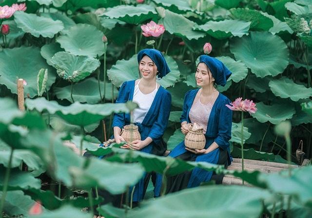 Chiều cao và cân nặng của hai chị em cũng khá tương tự nhau. Và tất nhiên, chị em Trang và Trân rất thân nhau chứ không giống như hai chị em Tấm Cám trong truyện.